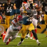 Pittsburgh Steelers running back Le'Veon Bell (26) out runs Kansas City Chiefs defensive tackle Nick Williams (98) for a gain during the second half.