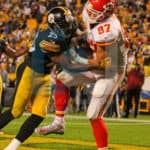 Kansas City Chiefs tight end Travis Kelce (87) with a tough touchdown catch that al almost broken up by Pittsburgh Steelers cornerback Artie Burns (25)during the second half.